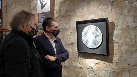 Artistas andaluces exponen una visión contemporánea de Miguel Hernández en el Antiguo Hospital de San Juan de Dios.