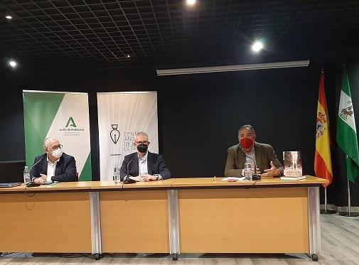 """Emilio Lara presenta su novela """"Centinela de los sueños"""" en la Biblioteca Pública Provincial."""