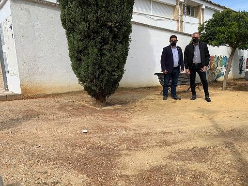 El presidente de la Diputación visita los terrenos donde se construirá el espacio escénico de Escañuela.