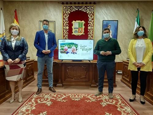 Francisco Javier Lozano ha presentado en La Carolina y en Marmolejo el programa «Turismo Sénior» de la Diputación.