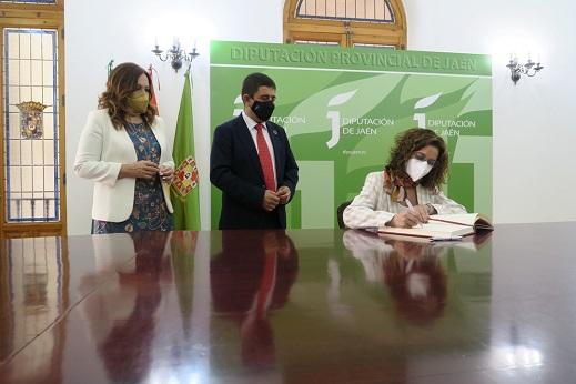 El presidente de la Diputación de Jaén recibe la visita institucional de la ministra de Hacienda.