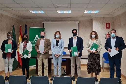 Igualdad destina 1,1 millones de euros entre los municipios de Jaén para atender a familias con menores en riesgo de exclusión.