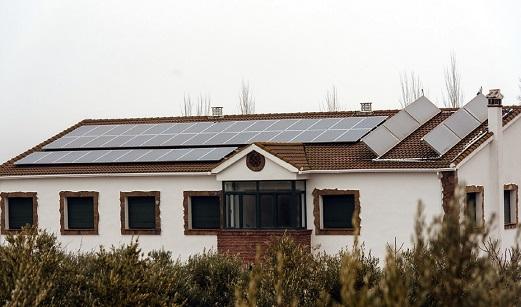 La Junta gestionará 142 millones en ayudas para impulsar el autoconsumo renovable.