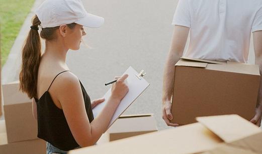 Nueve recomendaciones a estudiantes para alquilar un piso o contratar servicios de mudanza.