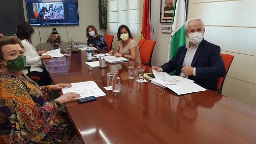 La vicepresidenta segunda de la Diputación participa en una nueva reunión de la subcomisión de la Ciudad Sanitaria de Jaén.