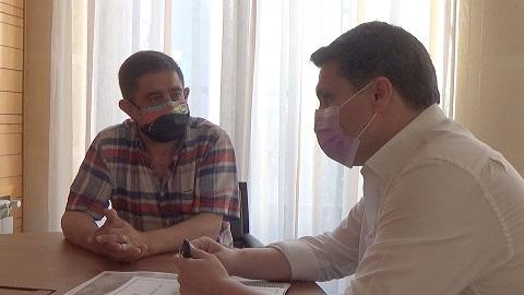 Francisco Reyes aborda con el alcalde de Marmolejo la mejora de los polígonos industriales del municipio.