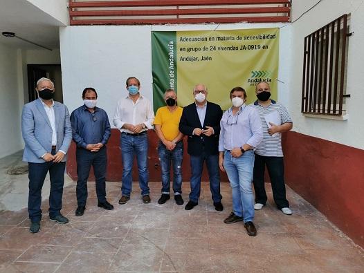 A punto de concluir las obras de accesibilidad que ejecuta la Junta en viviendas de Andújar y Fuerte del Rey.