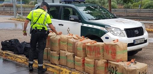 La Guardia Civil ha detenido a dos personas como presuntas autoras de un Delito de Tráfico de Drogas.