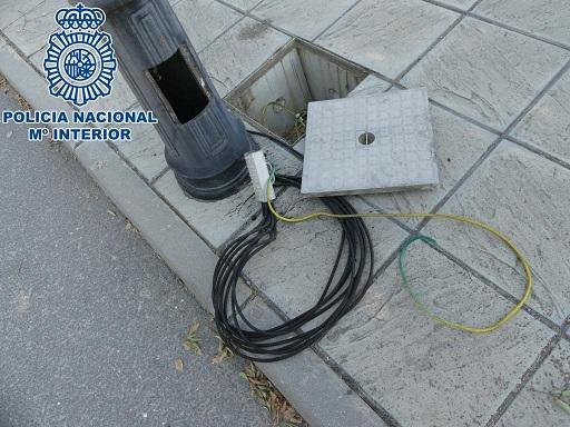 La Policía Nacional detiene en Jaén a un hombre por tres robos de cable eléctrico en el alumbrado público.