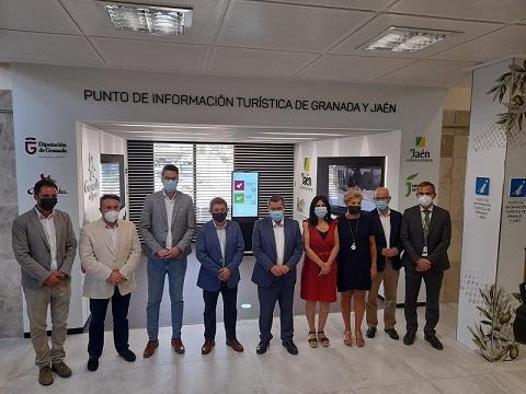 Las provincias de Jaén y Granada inauguran su nuevo punto de información turística en el aeropuerto Federico García Lorca.