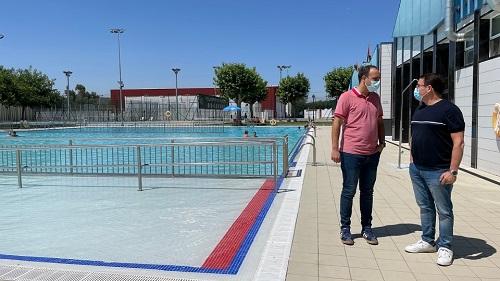Más de 7.000 usuarios disfrutan de las instalaciones de la Piscina Municipal de Andújar durante el primer mes de apertura.