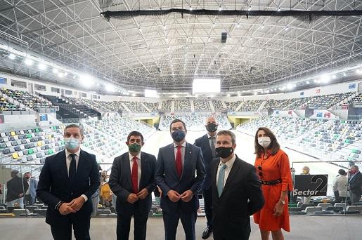 Juanma Moreno ve en el 'Olivo Arena' la infraestructura deportiva pública más importante de la historia de Jaén.