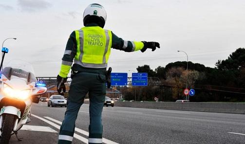 Un hombre y una mujer mueren al volcar un coche en la autovía A-32 en Ibros (Jaén).