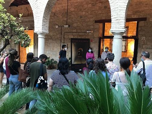 El Antiguo Hospital de San Juan de Dios acoge una exposición sobre el patrimonio arquitectónico de la Guerra Civil y el primer franquismo en la provincia.