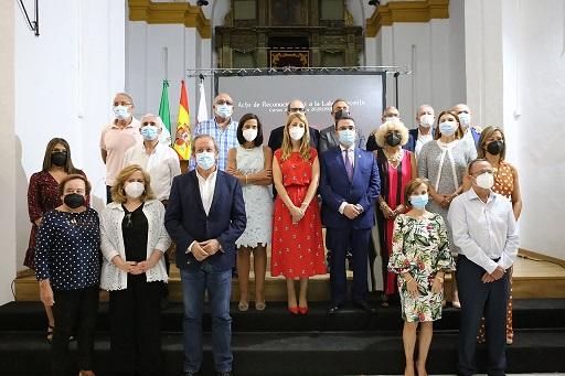 El Ayuntamiento de Andújar reconoce la trayectoria de dieciséis docentes jubilados.