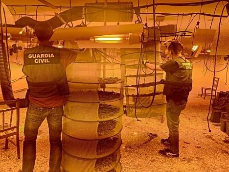 La Guardia Civil detiene a dos personas, como presuntas autoras de un Delito Contra la Salud Pública y Tenencia Ilícita de Armas.