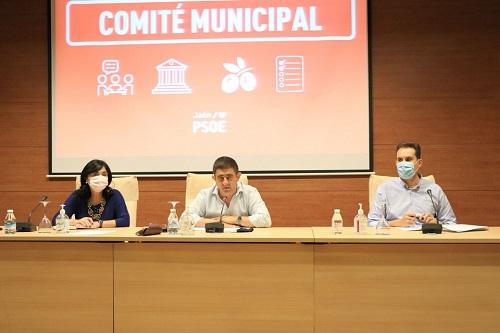Reyes exige a Moreno Bonilla que resuelva el problema del transporte escolar en la provincia de Jaén.
