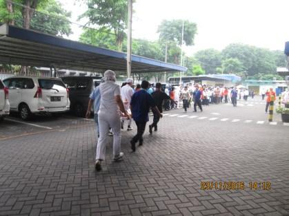evakuasi korban kebakaran