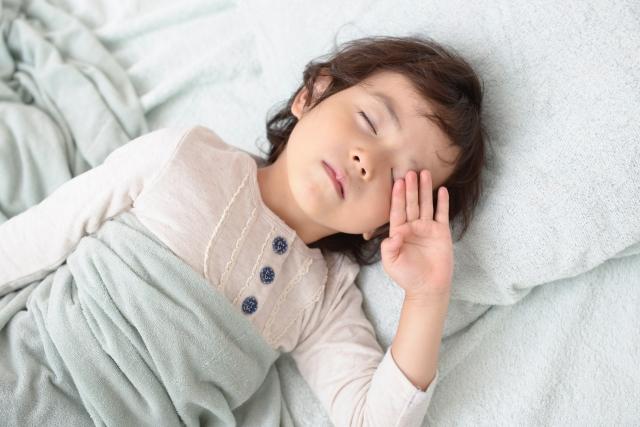 キャンピングカーのバンクベッドでぐっすり質の良い睡眠を