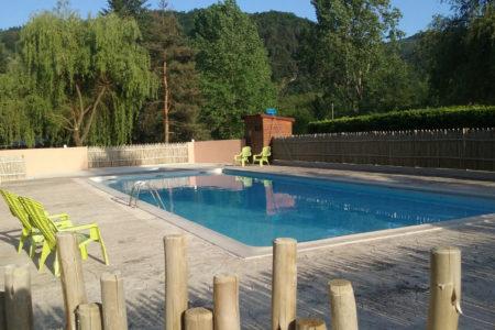 piscine avec pataugeoire de 17m x 6m proche nature, rivière et vélorail. Village de caractère Boucieu-le-roi