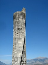 Obelisk, hier stand die erste Schule in Albanien