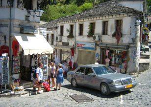 Lieblingsauto in Albanien ist noch immer Mercedes