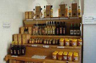 Pflaumenschnaps Sliwowitz, Kräuterlikör und Honig nach bewährten Rezepturen