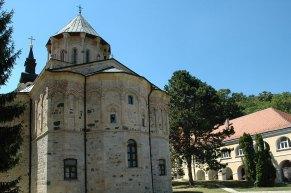 Nikolauskirche, Grundriss hat die Form eines dreiblättrigen Kleeblatts