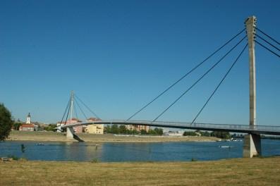 Fußgängerbrücke nach Sremska Mitrovica