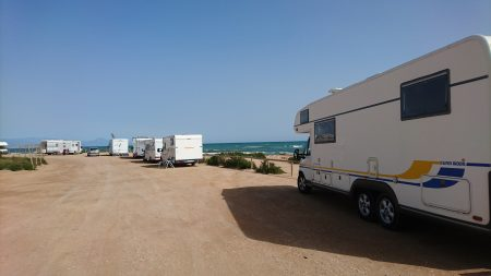 Bobilparkering ved stranden Carabassí.