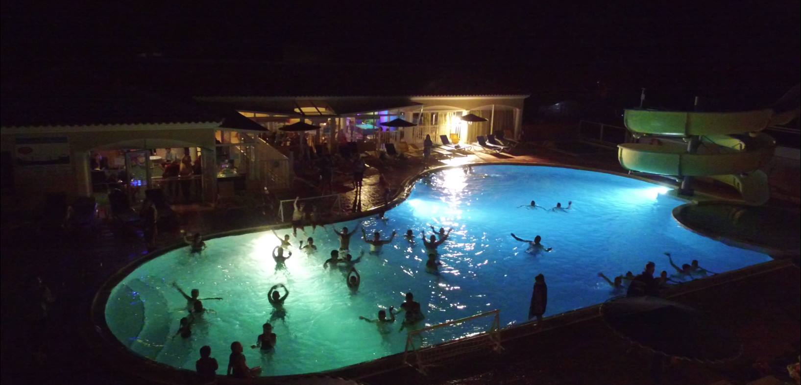 Piscine Nantes Ouverte Le Soir Theme Nights Activities And Entertainment On The Campsite