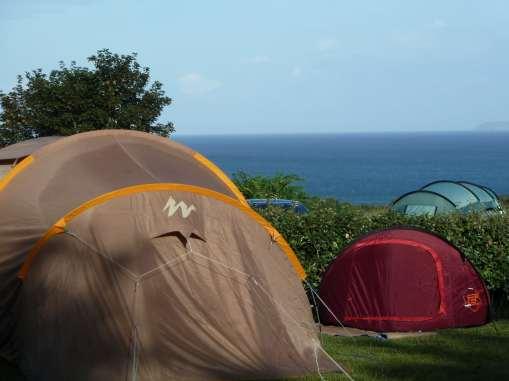 Emplacement tente et campin car avec vue sur mer