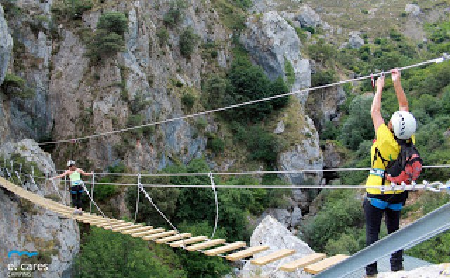 Puente tibetano de la vía ferrata de Valdeón