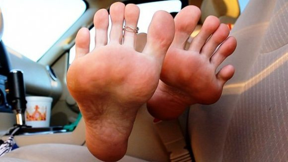 Image of ball of foot pain while hiking