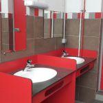 Espace ouvert avec plusieurs lavabos sanitaire camping les amis de la nature piriac 44