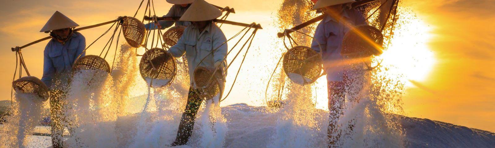 hon khoi salt fields
