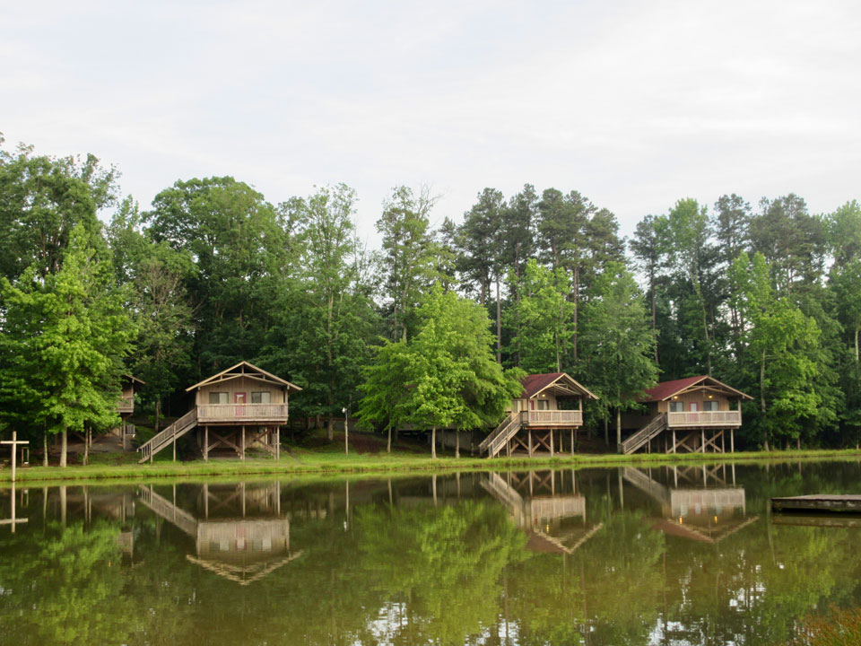 Camp Oak Hill Lakeside Cabins 3