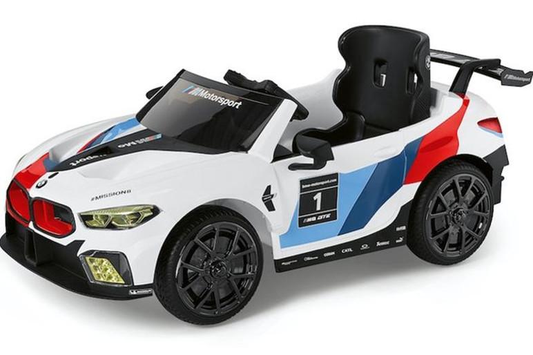 BMW M8 GTE é versão Mini de um carro que parte de quase R$ 900 mil (Foto: BMW)