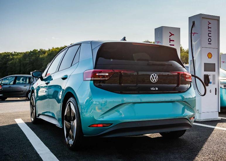 A Volkswagen não ficou para trás na corrida pelos elétricos e já lançou o ID.3 na Europa (Foto: Divulgação)