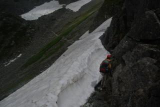 【雪渓】雪渓の大きさで危険度が変わるわけではない3mでも致命的な雪渓もある。