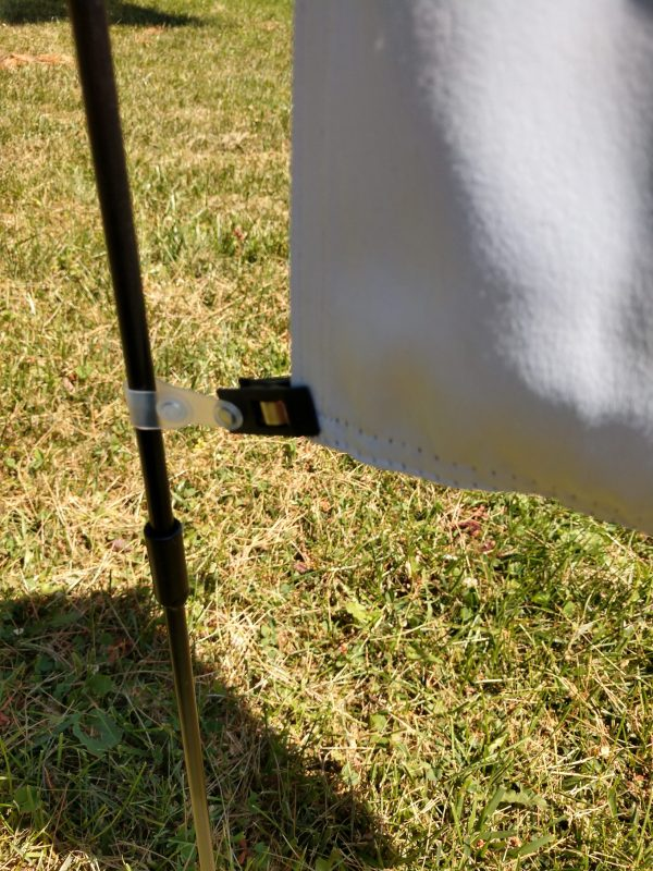 Flag Accessory Wind clip in action