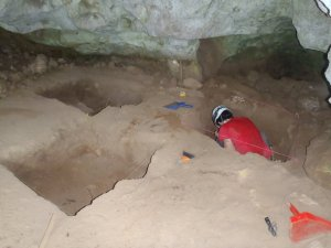 Amy excavating at Sapodilla Rockshelter 4