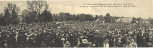 The crowd at President Roosevelt's 1907 address on Adams Field