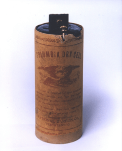 Image of an early zinc-carbon battery, produced by the National Carbon Co. at the end of the 19th century.