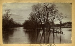 The river floods in 1904. Old Wells Hall can be seen in the background. Image Source.