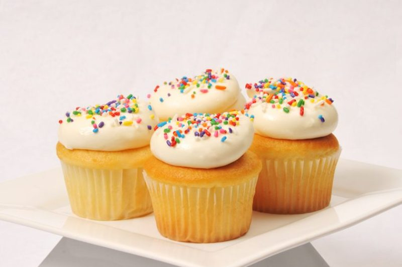 vanilla-cupcake-w-vanilla-buttercream-sprinkles