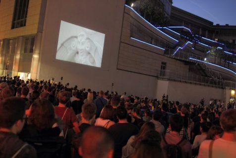 A Wall is a Screen: Projektion am Karstadt-Warenhaus