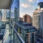 Số condo bán ở vùng Toronto giảm hơn 50% so với năm ngoái