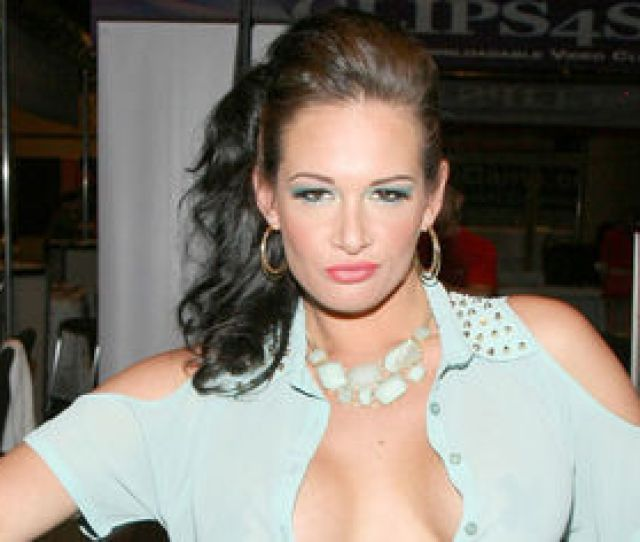 Tory Lane Arrested At Lax In Disrupting Flight Attacking Crew