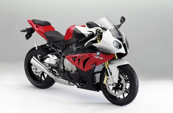 BMW tweaks S1000 RR